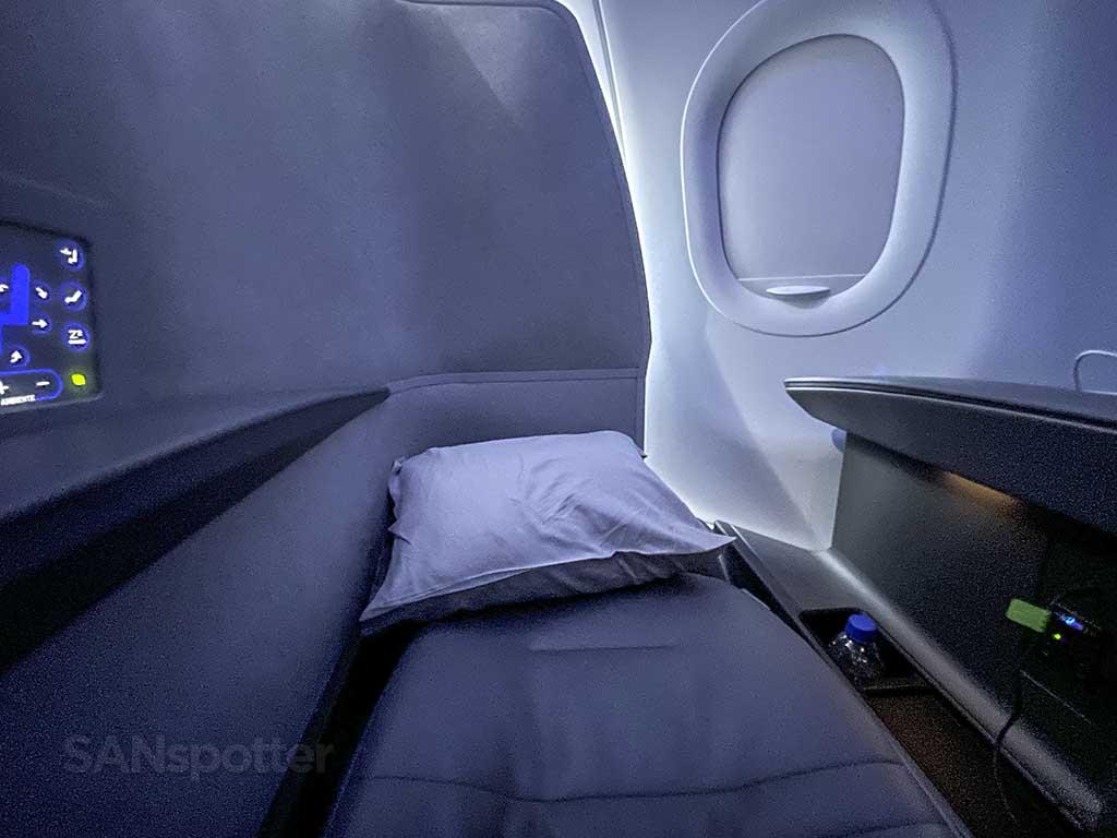 JetBlue mint suites bed