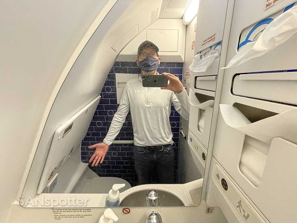 Jetblue mint A321neo lavatory SANspotter selfie
